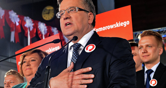 Polish President Bronislaw Komorowski addresses his supporters after the announcement of the exit poll results of the first round of the presidential election in Warsaw on May 10, 2015