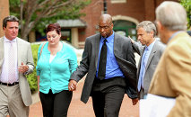 Former CIA officer Jeffrey Sterling, center, accompanied by his wife Holly, and his attorney, arrives at the U.S. District Court in Alexandria, Va., Monday, May 11, 2015.