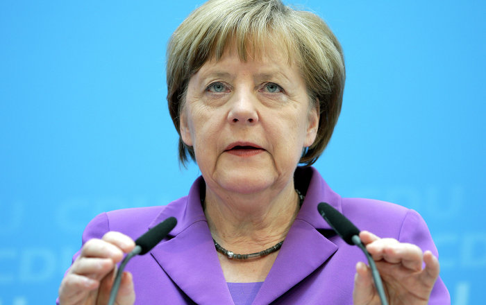 German Chancellor Angela Merkel has come out in defense of her staff, denying media reports that her administration lied about plans to reach a no-spying agreement with the United States.