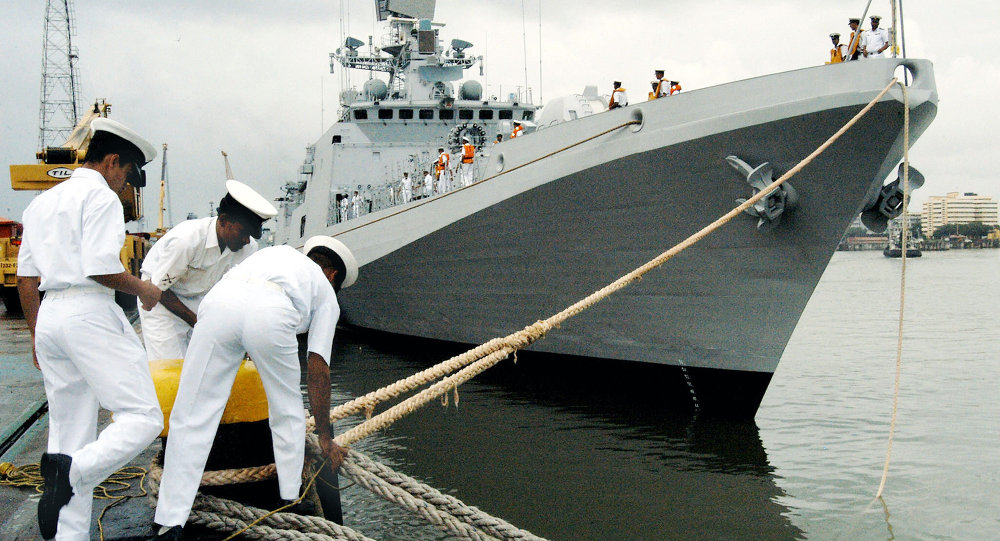 Indian Navy Personel secure the mooring ropes of INS Trishul, a Second Talwar Class Stealth Frigate,as she comes alongside the docks at the Naval Dockyard in Bombay, 23 September 2003