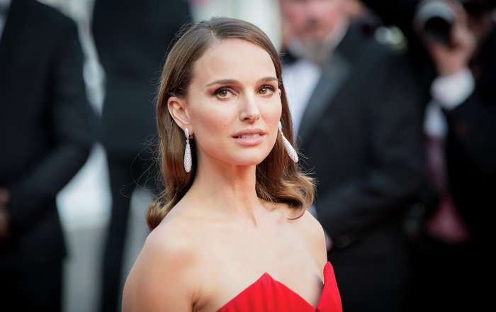 "Natalie Portman Sets Twitter Ablaze With Stand Against ""Recent Events"" in Israel"