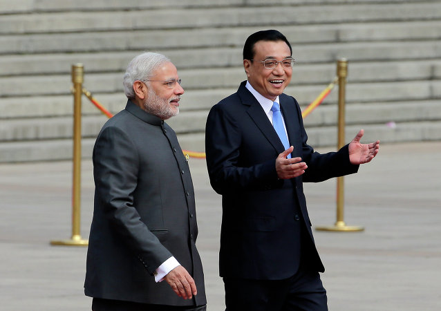 India's Prime Minister Narendra Modi, left, chats with Chinese Premier Li Keqiang during a welcome ceremony outside the Great Hall of the People in Beijing, China, Friday, May 15, 2015.
