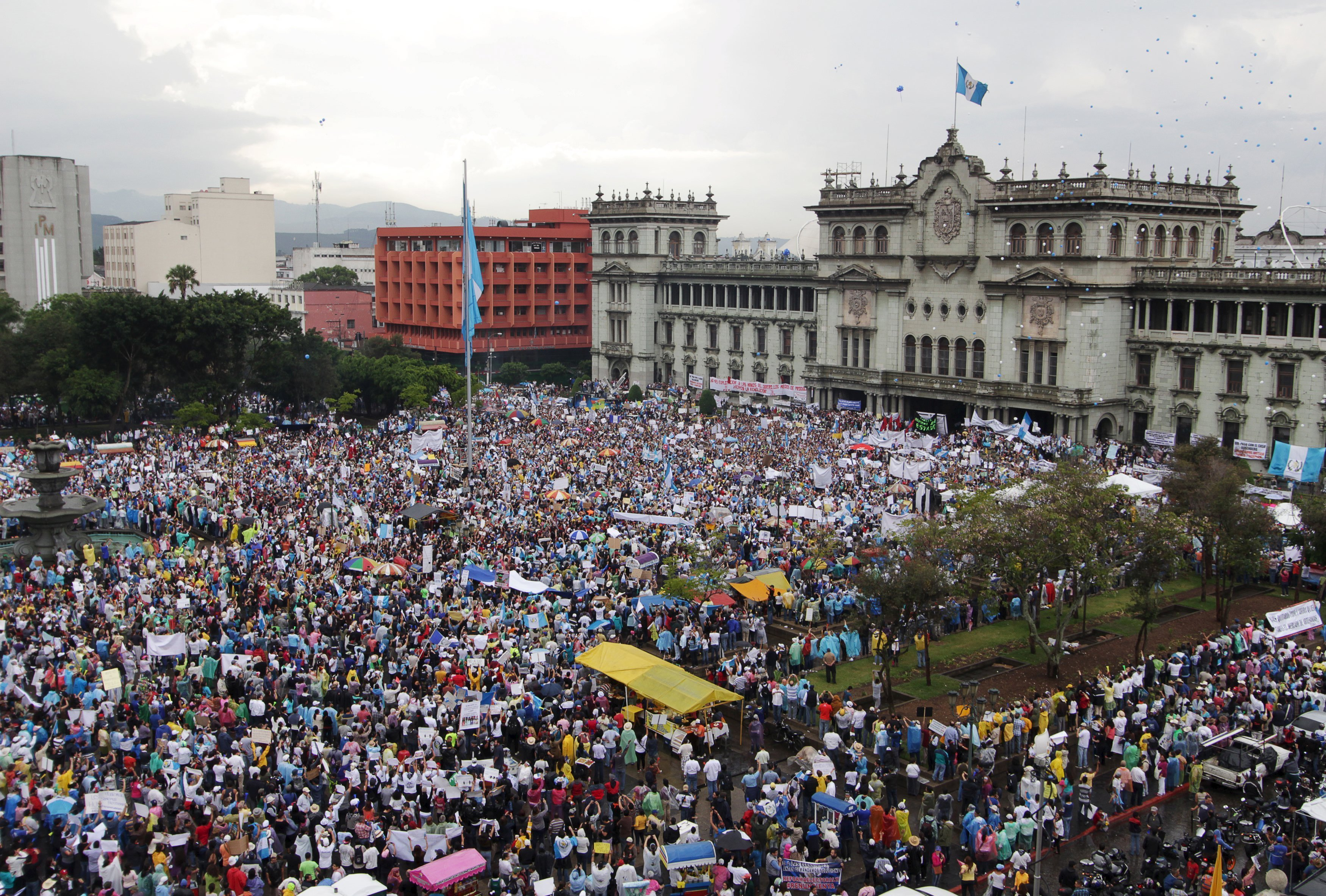 An aerial view shows protesters at a demonstration demanding the resignation of Guatemalan President Otto Perez Molina, in downtown Guatemala City, May 16, 2015