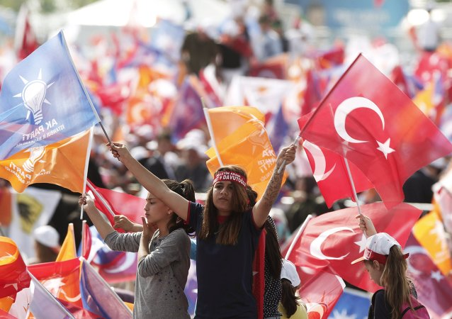 Supporters of Turkey's Prime Minister Ahmet Davutoglu wave Turkish and AK Party flags during an election rally for Turkey's June 7 parliamentary elections in Istanbul, Turkey, May 17, 2015