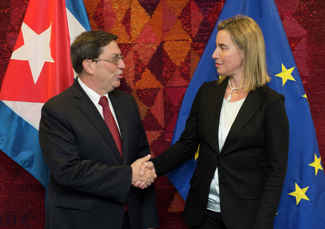 High Representative of the Union for Foreign Affairs and Security Policy and Vice-President of the Commission Federica Mogherini (R) welcomes Cuban Foreign Minister Bruno Rodríguez Parilla on April 22, 2015 before their bilateral meeting at EU headquarters in Brussels