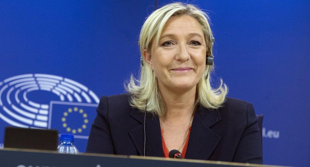 Le Penová v případě zvolení nabídne Polsku a Maďarsku demontáž Evropské unie!