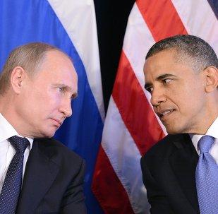 US President Barack Obama (R) listens to Russian President Vladimir Putin