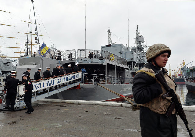 An Ukrainian sailor stands guard in front of frigate Hetman Sahaydachniy (U130), flagship of Ukrainian Navy in southern Ukrainian city Odessa (File)