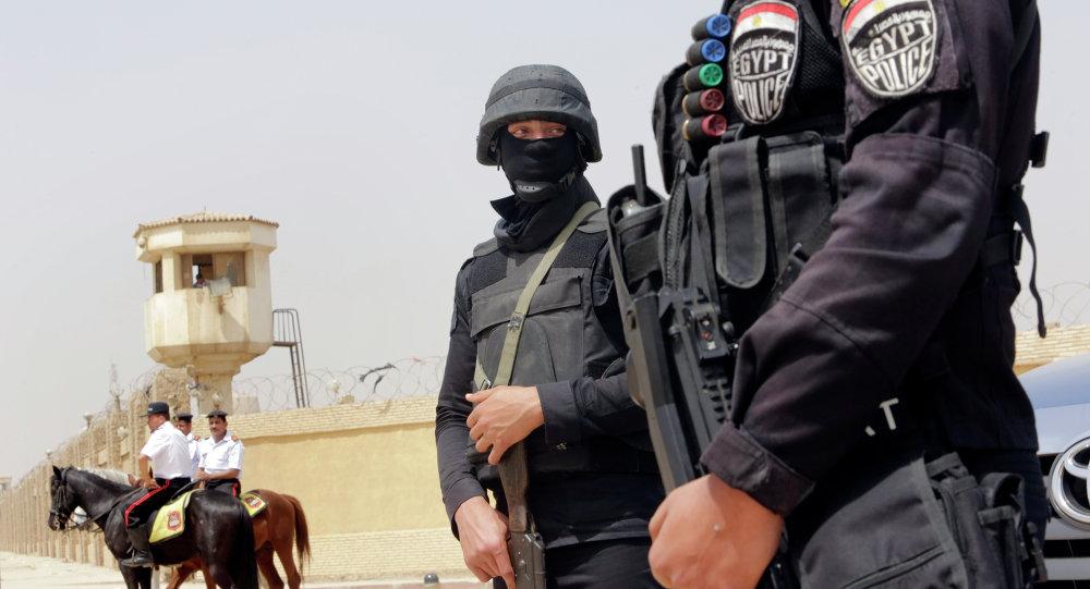 Egyptian policemen