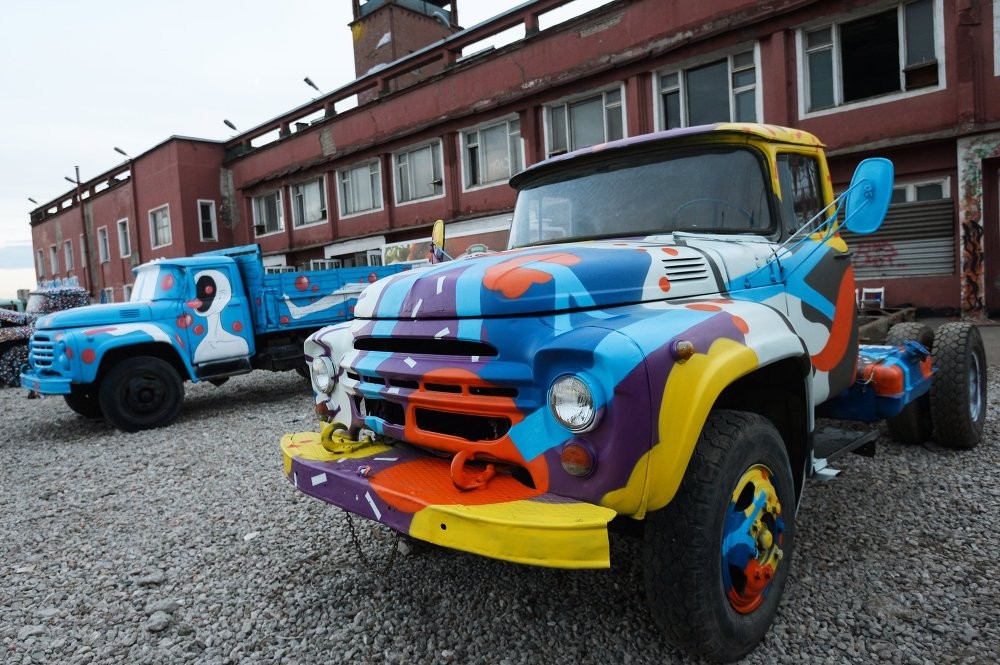 Pimp My Ride: Old Russian Trucks and Modern Street Art - Sputnik ...