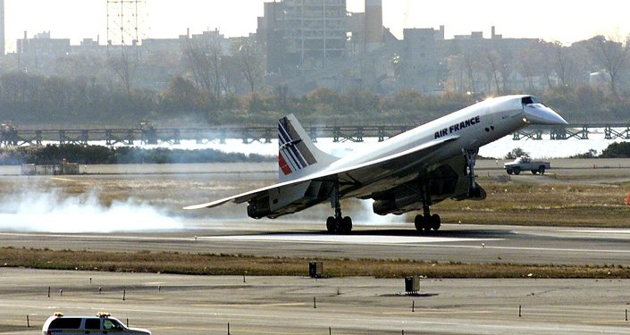 The Air France Concorde lands at John F. Kennedy Airport 07 November, 2001, in New York