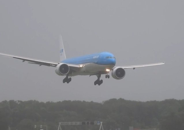 Airliner Lands During Storm