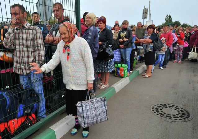 Ukrainian refugees line up to return to their homes in eastern Ukraine at the Russia-Ukraine border check point in the Russian town Donetsk, Rostov-on-Don region, Russia, Friday, Sept. 12, 2014.