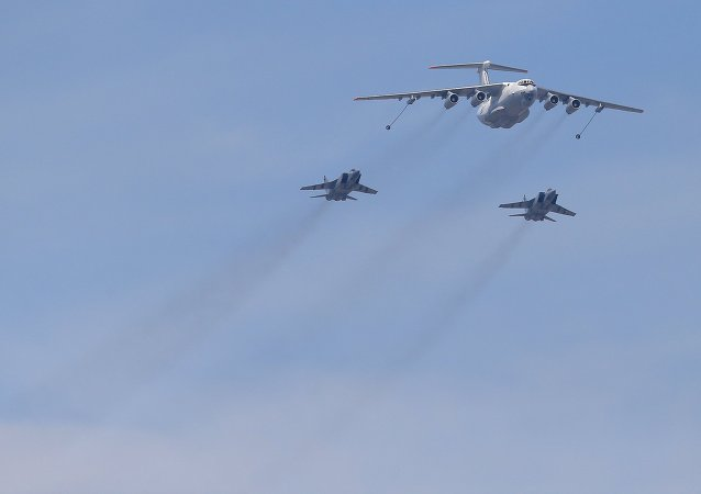 An Ilyushin Il-78 Midas air force tanker and Mikoyan-Gurevich MiG-31 Foxhound fighter-interceptors