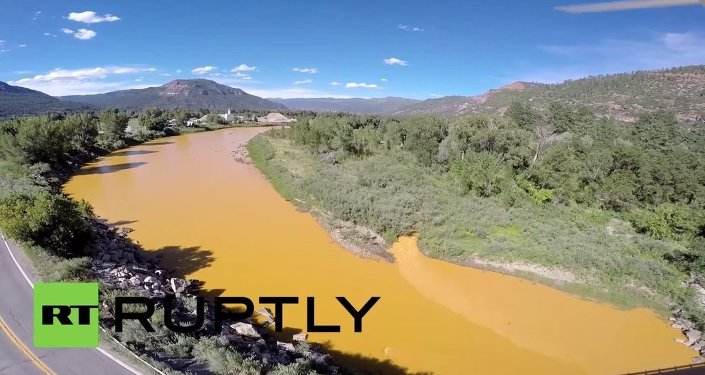 USA: Drone shows ORANGE Animas River after 1m gallon contamination