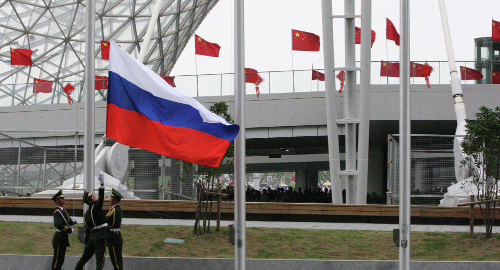 Hoisting the Russian flag during the opening ceremony of Russia Day at Shanghai World Expo.File photo