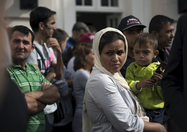Migrants wait for the visit of German President Joachim Gauck in an asylum seekers accommodation facility in Berlin, Germany, August 26, 2015.