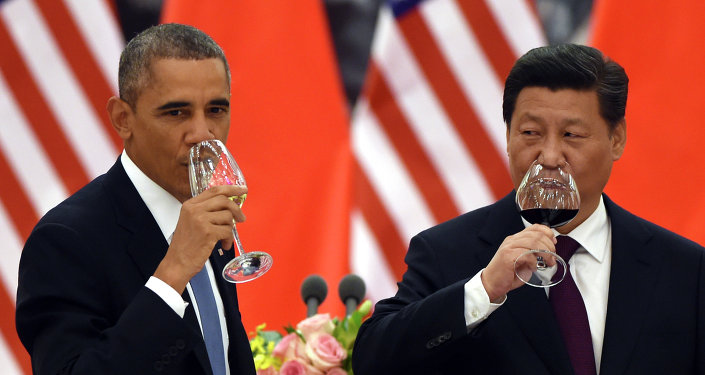 U.S. President Barack Obama, left, and Chinese President Xi Jinping drink a toast at a lunch banquet in the Great Hall of the People in Beijing Wednesday, Nov. 12, 2014.
