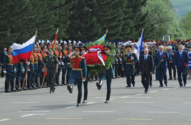 On the day of the 70th anniversary of the end of WWII, President Vladimir Putin, third from right, takes part in a wreath-laying ceremony by the Trans-Baikal Residents' Military and Labour Glory memorial.
