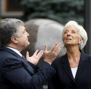 Ukrainian President Petro Poroshenko welcomes International Monetary Fund (IMF) Managing Director Christine Lagarde ahead of their meeting in Kiev, Ukraine, September 6, 2015