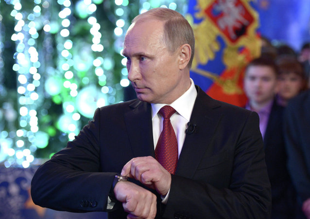 Vladimir Putin sets his watch