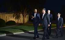 US President Barack Obama and China's President Xi Jinping walk from the White House to a working dinner at Blair House, on September 24, 2015 in Washington, DC.
