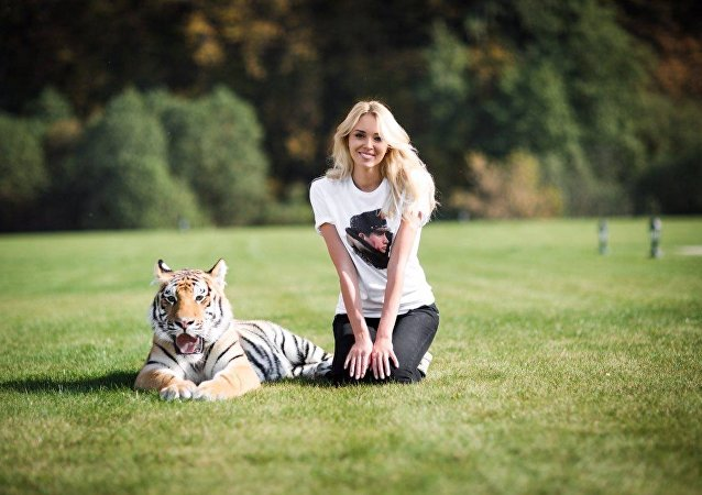 Ksenia Sukhinova with Mir tiger