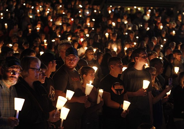 People take part in candle light vigil following a mass shooting at Umpqua Community College in Roseburg, Oregon October 1, 2015