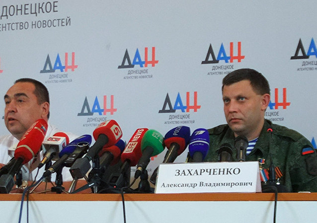 Joint briefing of DPR Head Alexander Zakharchenko (right) and LPR Head Igor Plotnitsky (left)