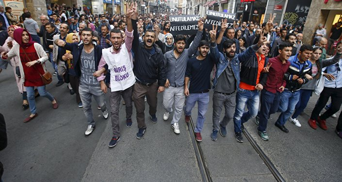 Demonstrators in central Istanbul attend a protest against Saturday's bombings in Ankara, Turkey, October 10, 2015.