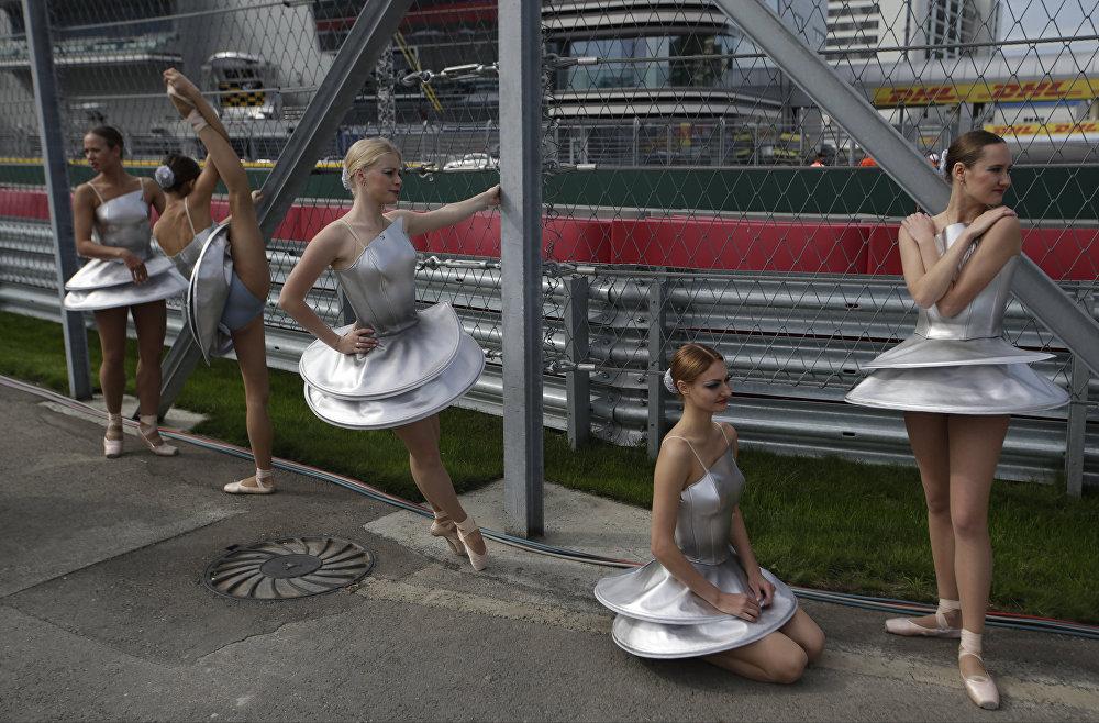 Sochi Grand Prix 2015: Putin, Hot Girls and Exciting F1 Car Racing