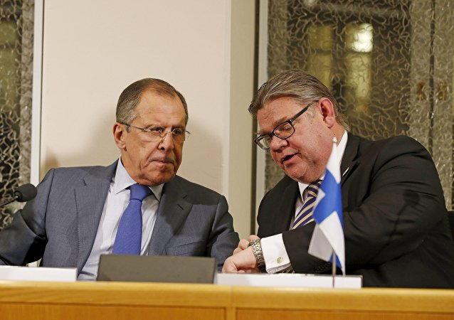 Russia's Foreign Minister Sergei Lavrov (L) and Finland's Foreign Minister Timo Soini talk during a news conference after their bilateral meeting at Oulu City Hall, October 14, 2015