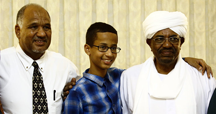 Ahmed Mohamed (C), a 14-year-old US Muslim teenager of Sudanese origin who became an overnight sensation after a Texas teacher mistook his homemade clock for a bomb, poses for a picture with Sudanese President Omar al-Bashir (R) and his father Mohamed Elhassan Mohamed, in Khartoum on October 14, 2015.