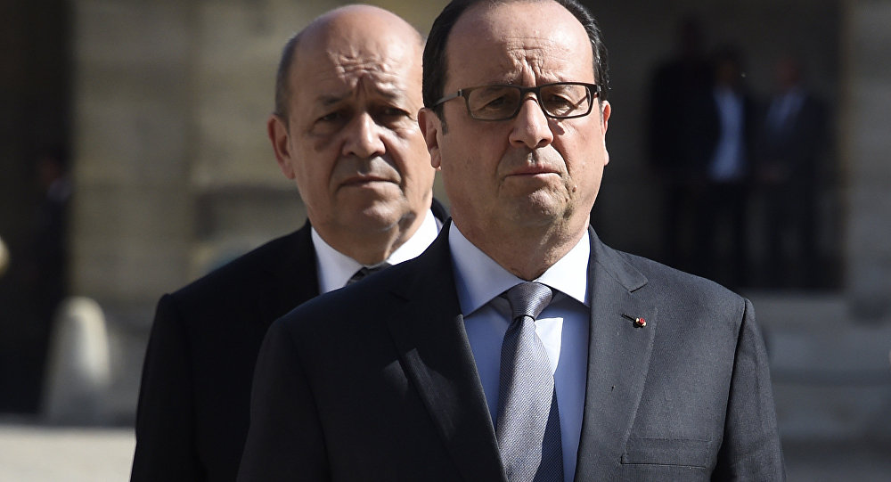 French President Francois Hollande and Defence Minister Jean-Yves Le Drian (back)