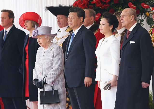 Britain's Queen Elizabeth II, foreground left, stands with Chinese President Xi Jinping, his wife, Peng Liyuan and Prince Philip, during the official ceremonial welcome for the Chinese State Visit, in London.