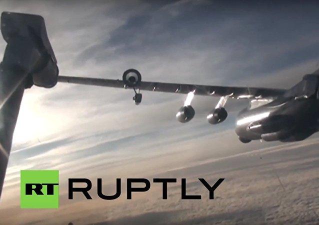 Russia: Stunning! Ilyushin Il-78 refuels Sukhoi Su-24M in mid-air