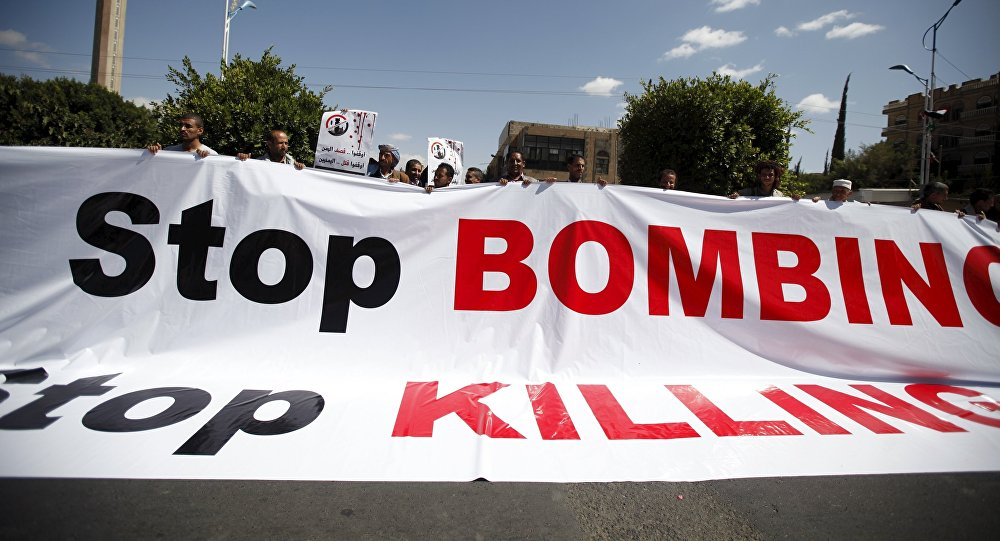 People demonstrate against the Saudi-led air strikes outside the United Nations offices in Yemen's capital Sanaa October 18, 2015.