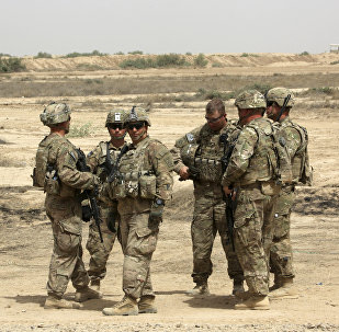 US soldiers prepare to participate in a training mission with Iraqi Army soldier, right, outside Baghdad, Iraq. (File)