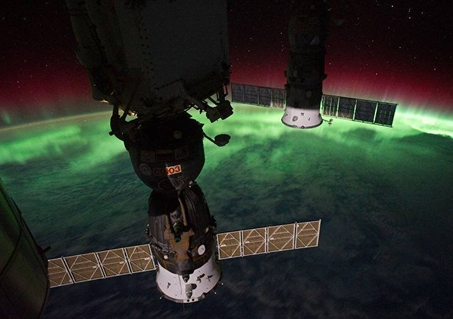 Aurora Australis Over New Zealand, Tasman Sea (NASA, International Space Station, 09/17/11)