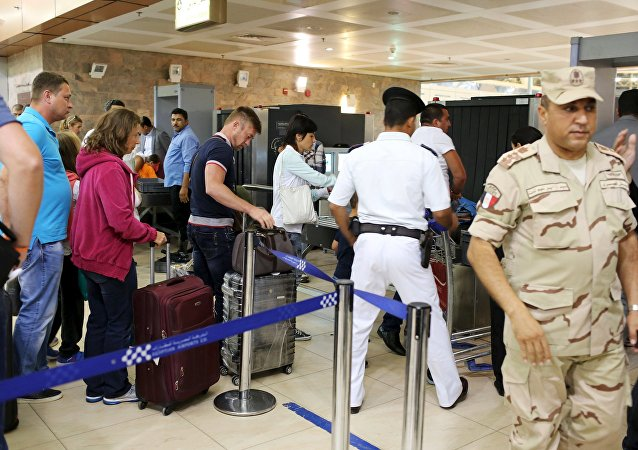 An Egyptian army soldier is seen as Russian passengers, who just finished their holidays, leave at the airport of the Red Sea resort of Sharm el-Sheikh, November 6, 2015