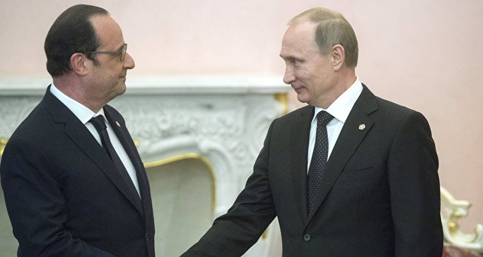 Russian President Vladimir Putin (right) and French president Francois Hollande