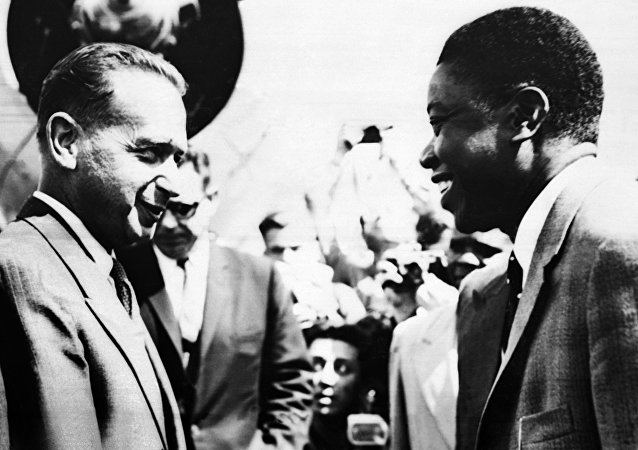 Picture released on August 15, 1960 at Elizabethville airoport, (Elisabethville now Lubumbashi), of UN general secretary Mister H., Dag Hammarskjold, welcomed by Moïse Kapenda Tshombe (Tchombe also written Tschombe), leader of the Katanga province, part of former colony Belgian Congo (Congo Belge), now called Democratic Republic of the Congo (DRC), where violence appeared after the Congolese independence on 30 June 1960.