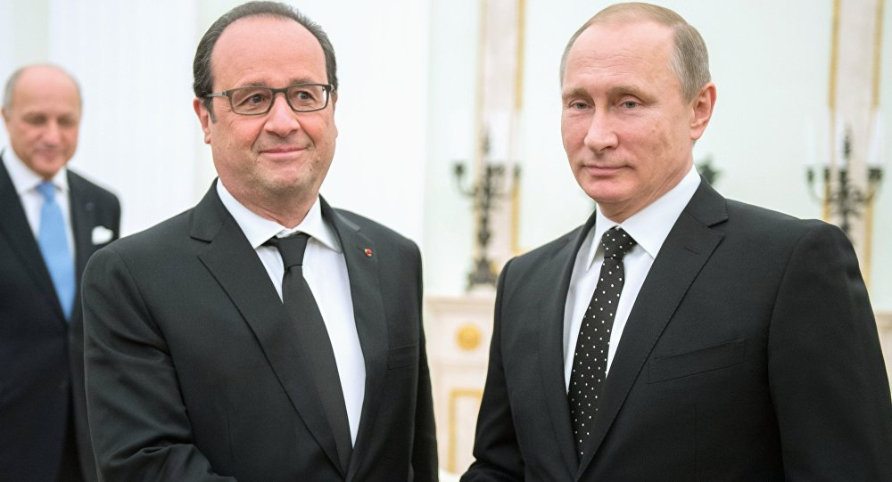 Russian President Vladimir Putin (right) and French President Francois Hollande meet in the Kremlin