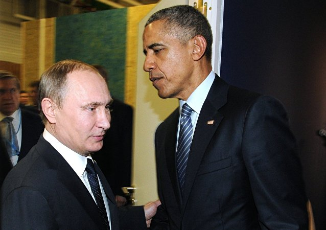 Russia's Presidents Vladimir Putin (left) of Russia and the US Barack Obama (center)