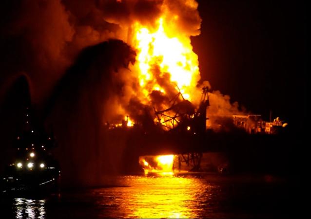 Azerbaijan Guneshli's oil and gas platform burns