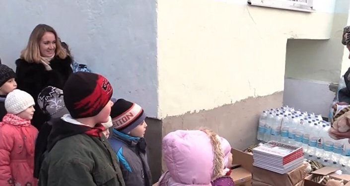 Russia: EMERCOM delivers water and Christmas gifts to Crimean kids