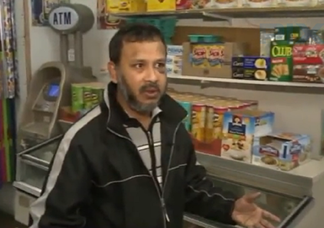 Man beats Muslim store owner in Astoria; police investigates attack as hate crime (print screen)