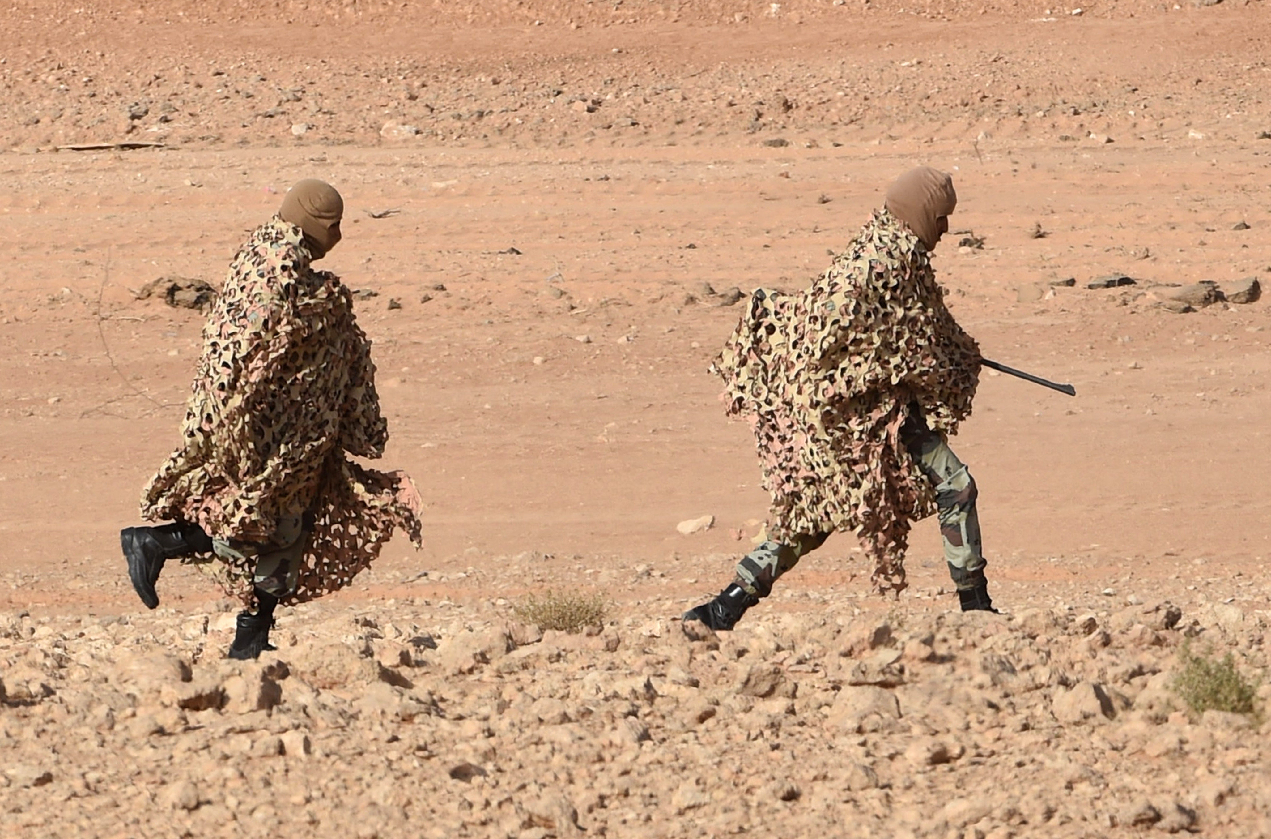 Snipers of Saudi Special forces run before taking a position during anti-terrorist exercises (File)