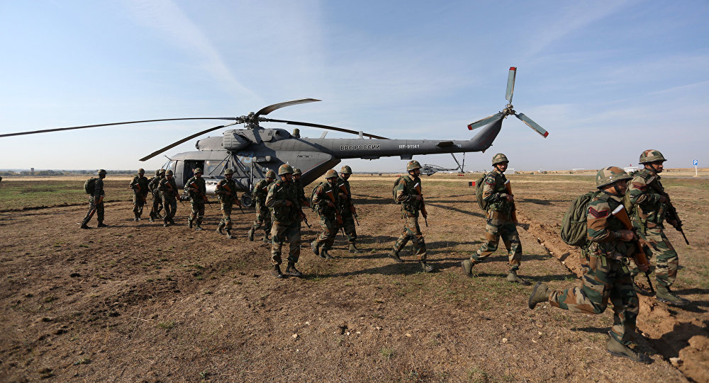 Russian and Indian soldiers during the joint anti-terrorist Russian-Indian drills, Indra-2014, at the Prudboy range in the Volgograd Region