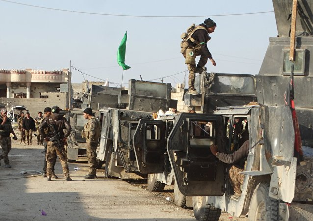 Iraqi security forces gather to advance towards the center of Ramadi city, December 24, 2015